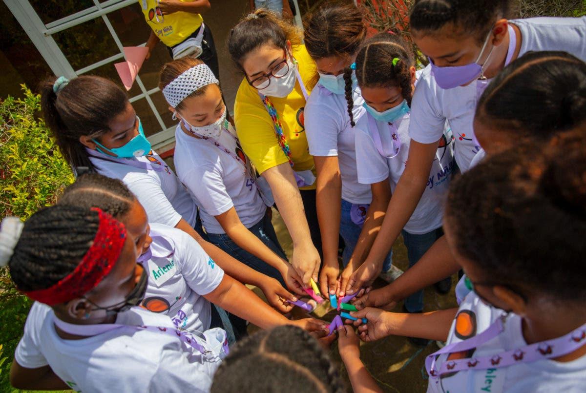 Tropicalia y UNFPA firman acuerdo para proteger la niñez en Miches