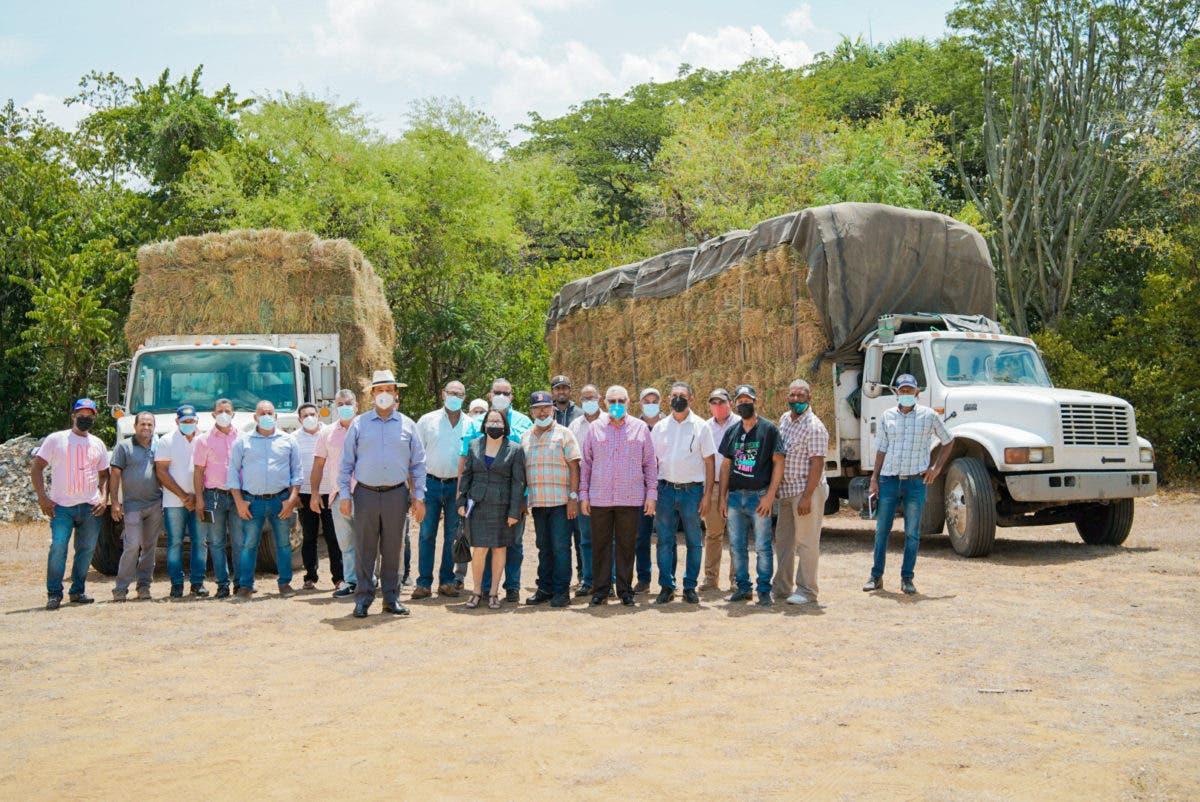 Realizan entregas de pacas para mitigar los efectos de la sequía en la línea noroeste