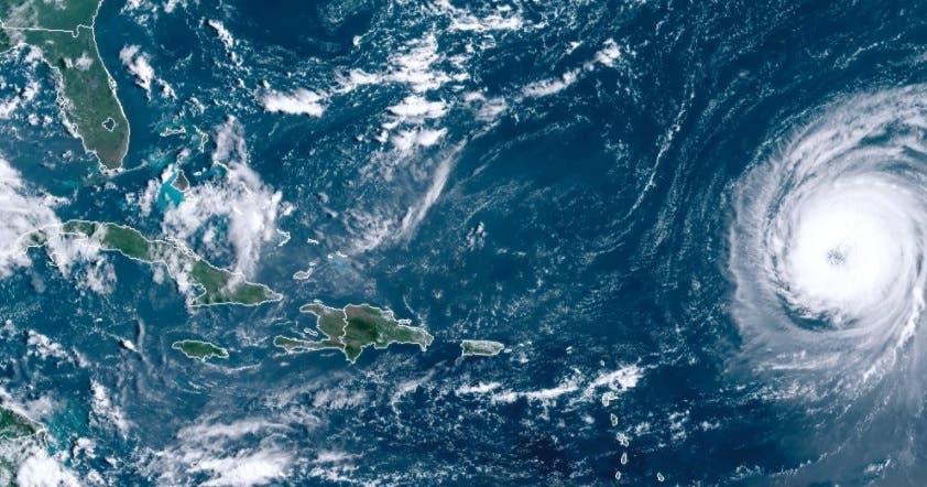 Fuerte oleaje del potente huracán Larry llega a las Antillas Menores
