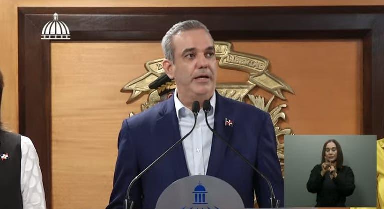 Luis Abinader llega al país; reitera gobierno tomará todas las medidas ante situación en Haití