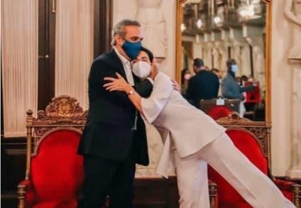 Presidente Abinader a Raquel Arbaje: Te tengo tu regalo