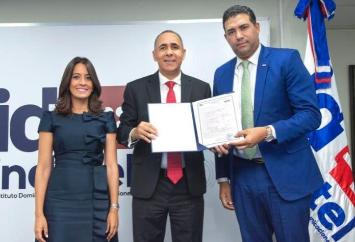 Indotel finaliza firma de contratos de concesión y asegura inversión millonaria hasta 2041