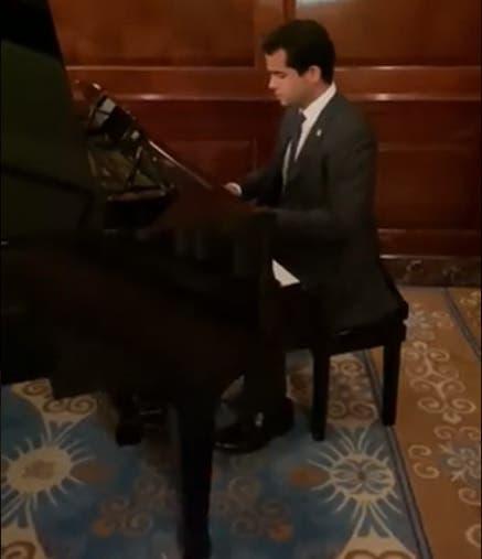 Video |»No puedo ver un piano mal puesto»: Omar Fernández toca «All of me»