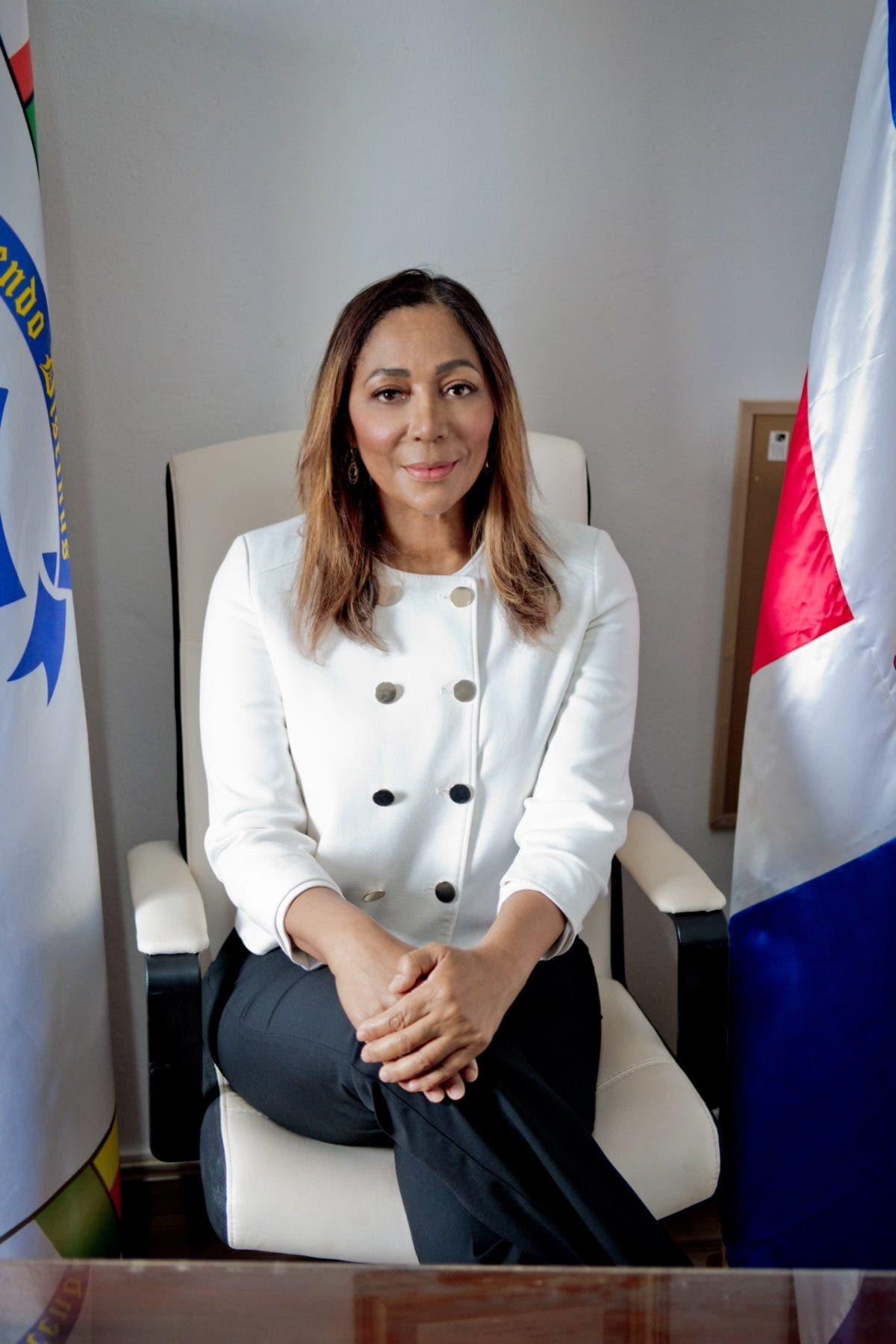 Presidenta empresarios Claudia Daly, trabaja por la comunidad de Bávaro