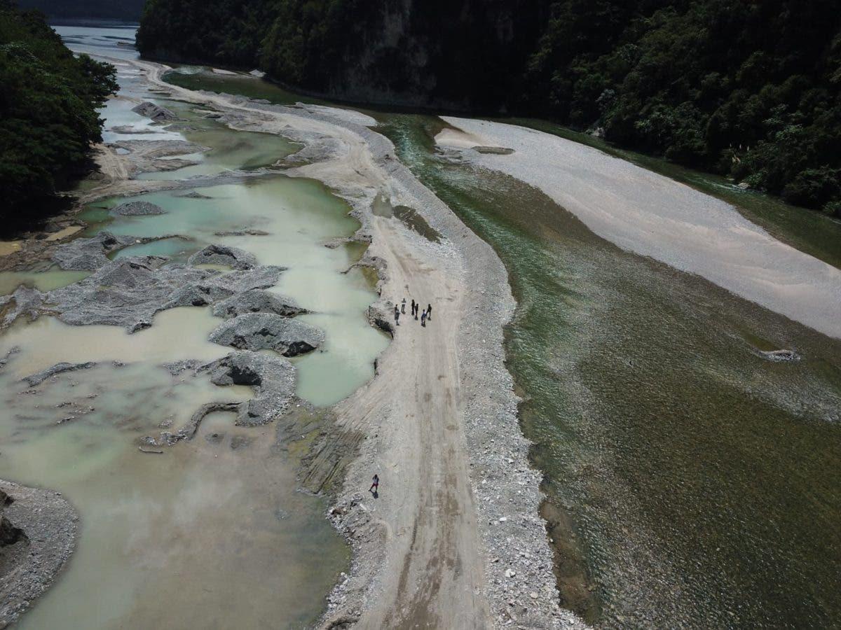 Medio Ambiente interviene extracción ilegal de materiales en Muchas Aguas, San Cristóbal