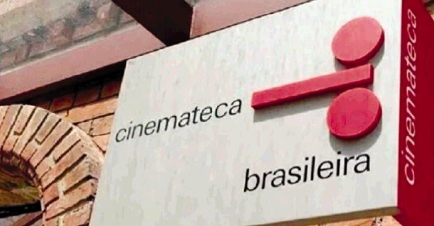 Ojalá fuegos de Cinematecas calcinaran almas. Bolsonaro: ¿Você ainda está feliz?…