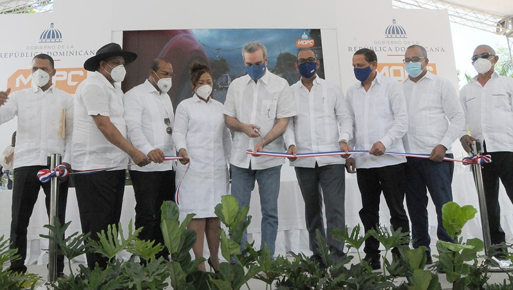 Abinader inaugura varias obras de infraestructura vial en Dajabón y Montecristi