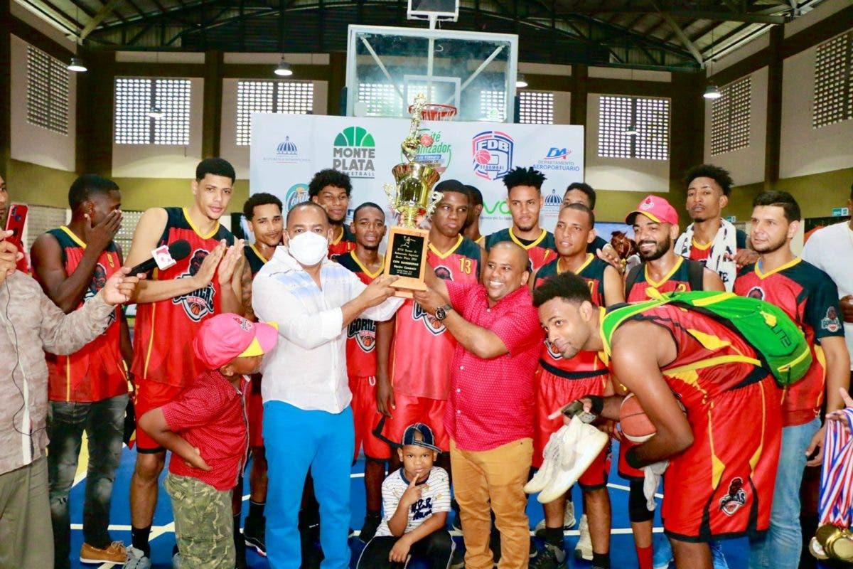 Equipo 30 de Mayo se corona campeón baloncesto Monte Plata