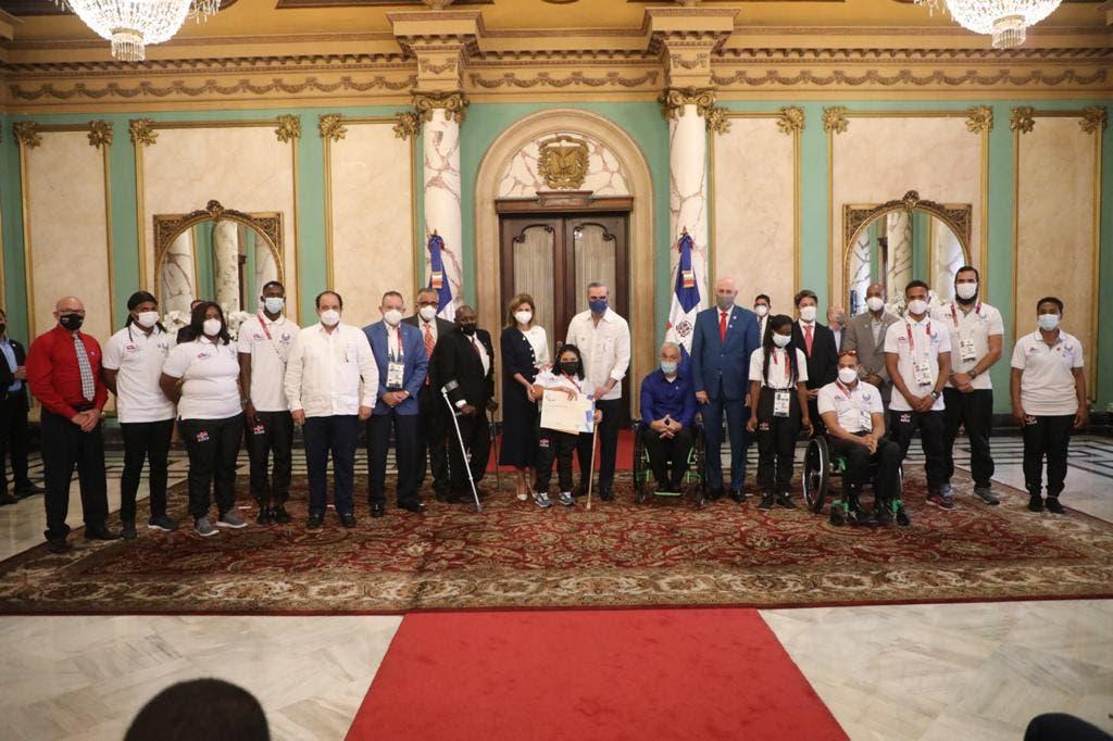 Abinader recibe delegación paralímpica que representó al país en Tokio