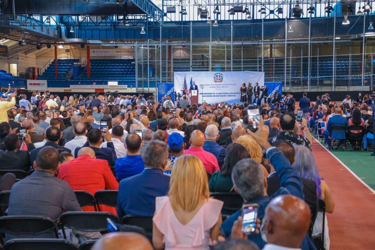 Abinader da bienvenida a 2,600 jóvenes adquirieron nacionalidad dominicana en NY