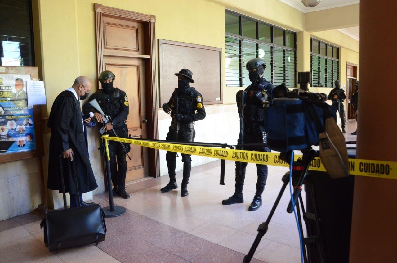 Refuerzan seguridad en sala de audiencia donde se le conoce medidas de coerción a implicados caso Falcón