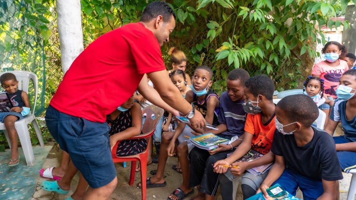 Fundación entrega miles de útiles escolares en Las Terrenas