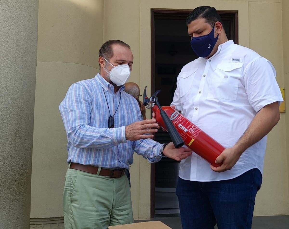 Donan decenas de extintores a la Dirección General de Bellas Artes