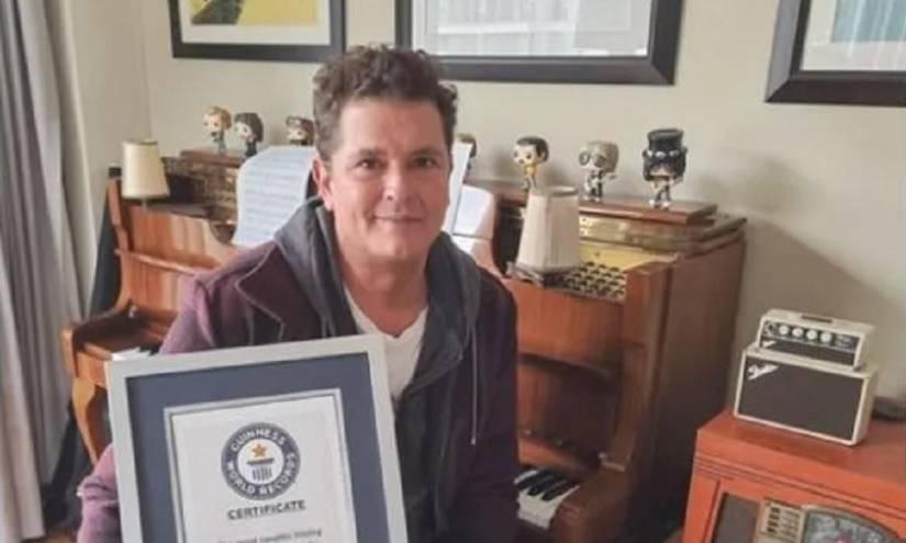 Carlos Vives logra récord Guinness por besatón virtual