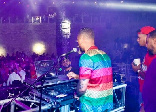 DJ Adoni conquista Europa con su estilo peculiar de animar