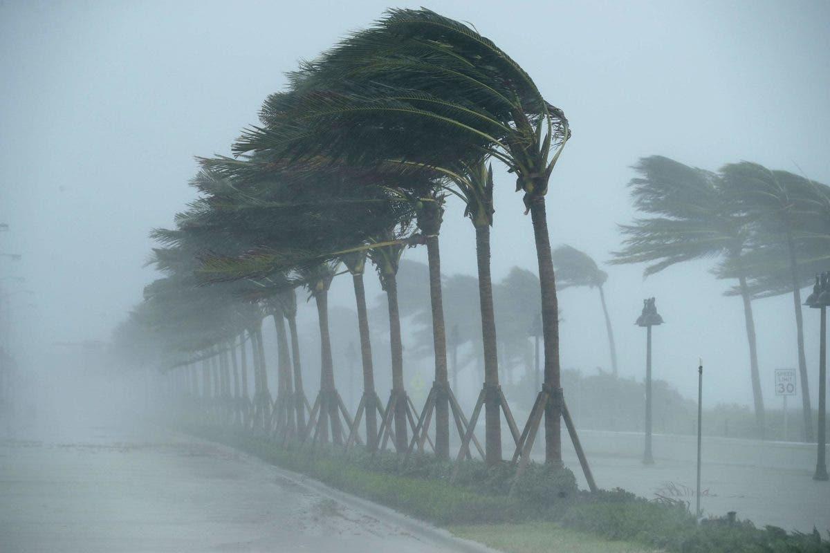 Nueva tormenta tropical Larry será huracán para el jueves o viernes