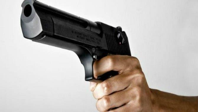 Presuntos asaltantes portaban dos armas de fuego, pero una era de juguete