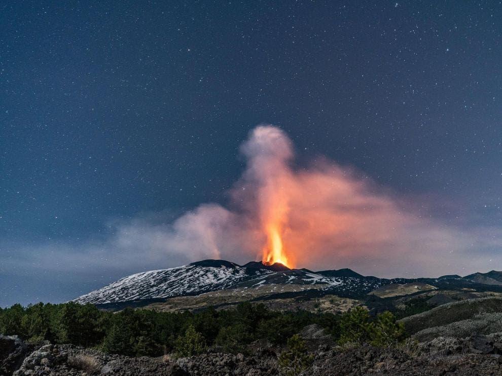 Nueva erupción del Etna, con emisión de cenizas y lava