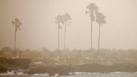 Freno; Polvo Sahara impide que vaguada traiga lluvias