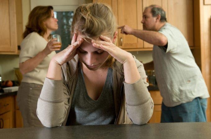 Los problemas familiares pueden inducir a que una persona se quite la vida. Fuente externa.