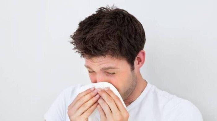 El COVID puede parecer con el tiempo un resfriado, según experta
