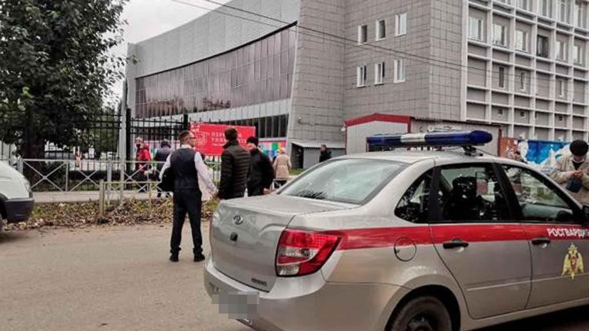 Al menos 8 muertos y 24 heridos en un tiroteo en una universidad de Rusia