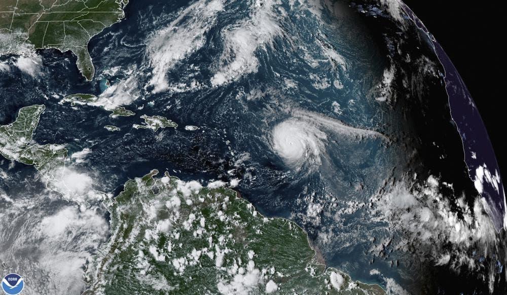 Huracán Sam provocará fuerte oleaje en el este de EEUU