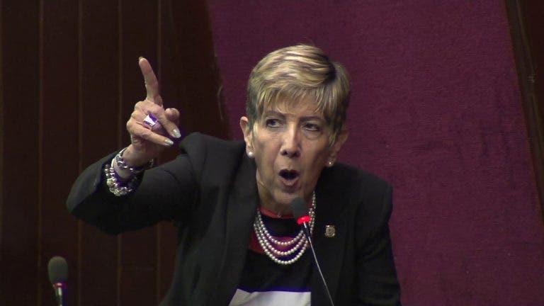 """Senadora Bournigal: """"Presidente, el ministro que no sirva, quítelo y punto"""""""
