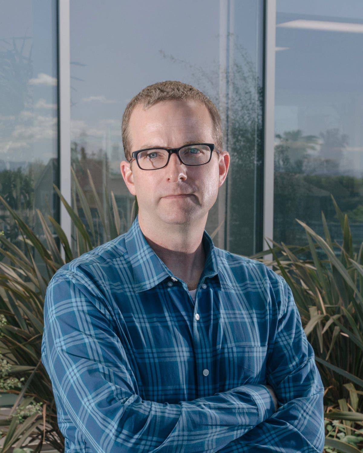 Director de tecnología de Facebook pide disculpas tras caída de la red