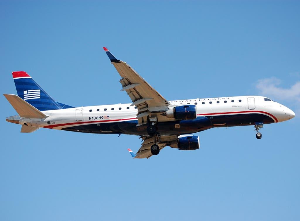 Desalojan avión y detienen a pasajero en aeropuerto de NY