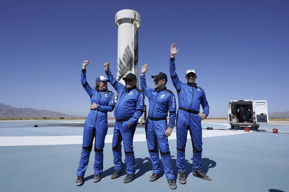 William Shatner hace historia como la persona de mayor edad en el espacio
