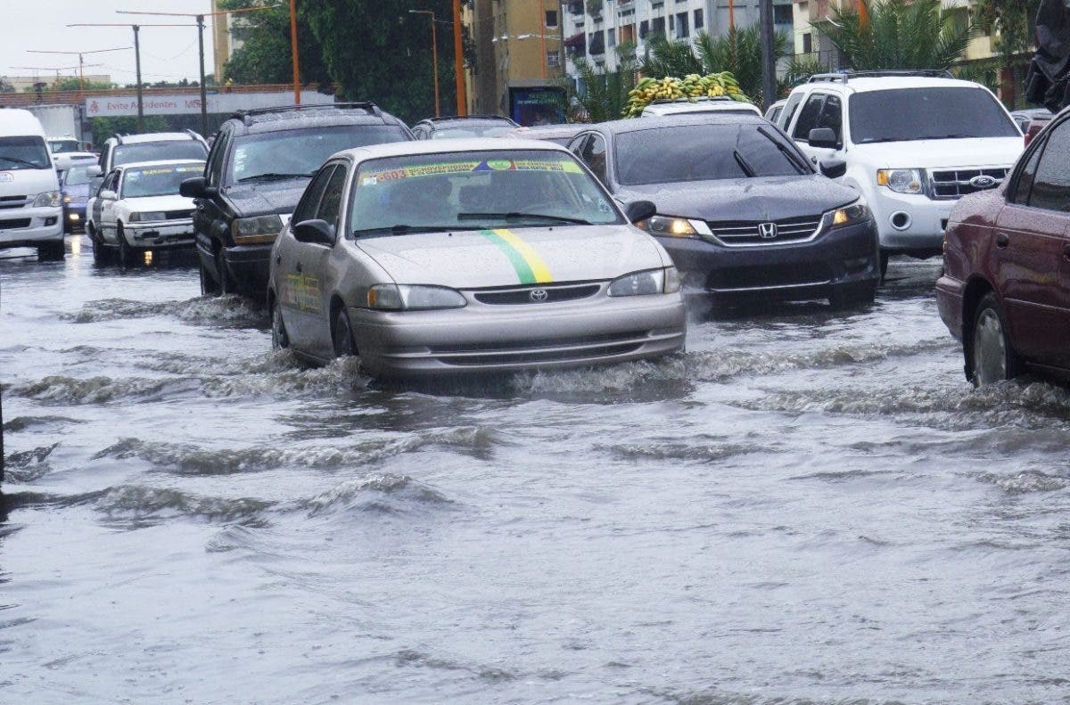 Onda y vaguada mantienen el territorio bajo aguaceros