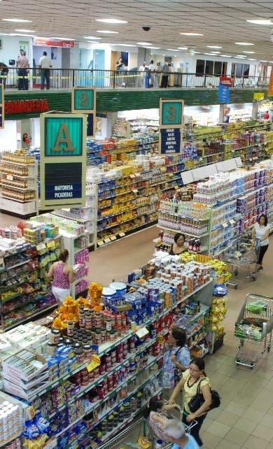 Promedia 15%; Comercio crece en julio y agosto según IMAE