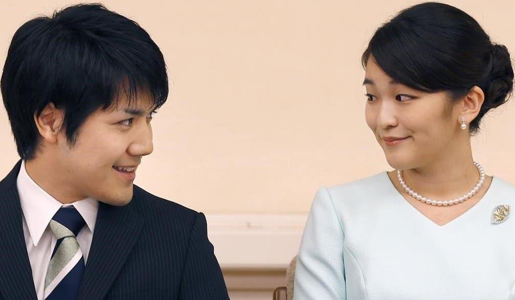 Princesa japonesa se casa con plebeyo, deja la familia real