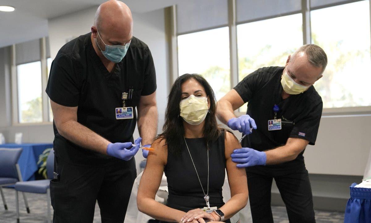 Solo 37 % población AL completó su vacunación