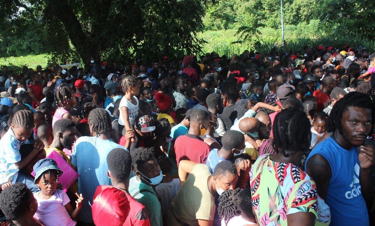 Ola de haitianos desborda albergues capital México