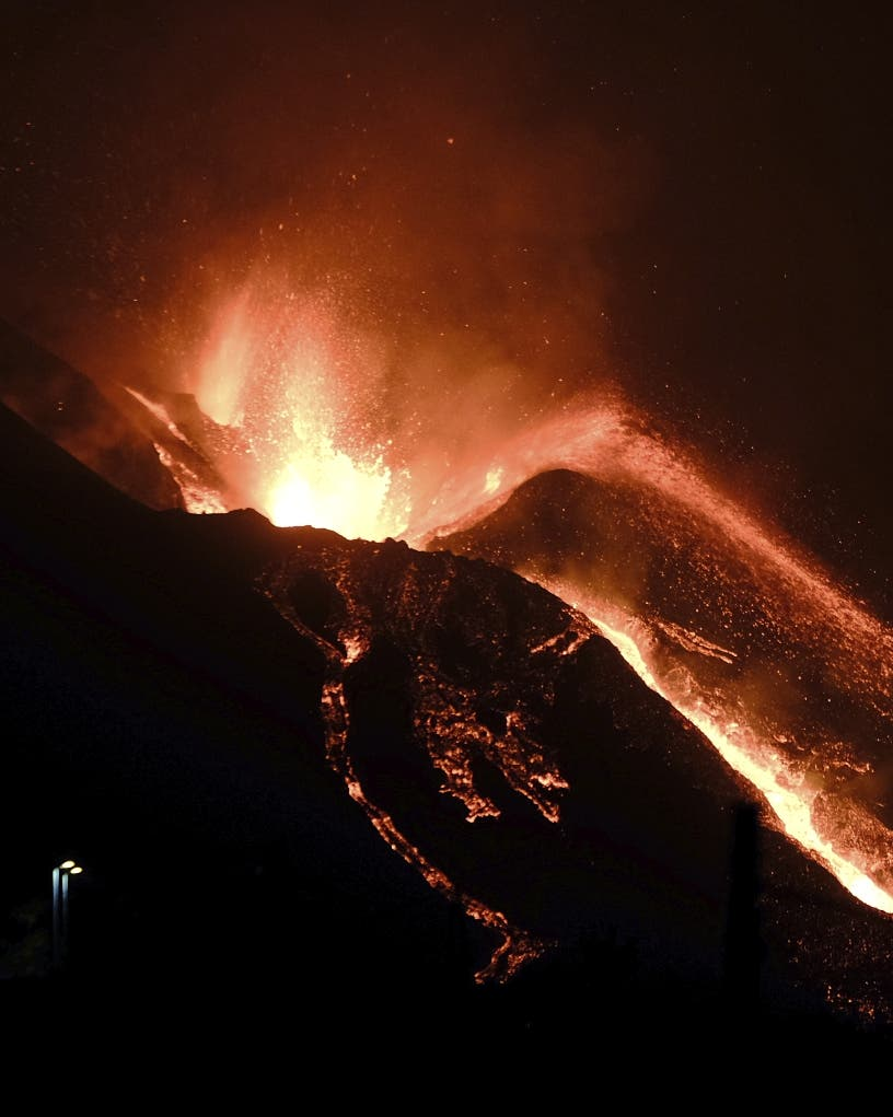 Se intensifica erupción volcán de La Palma tras tres semanas activo