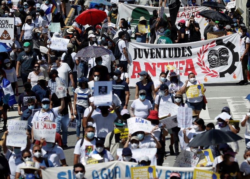 Miles protestan contra política Nayib Bukele