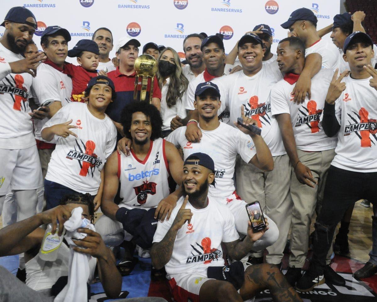 Logran su tercer título; Leones Campeones