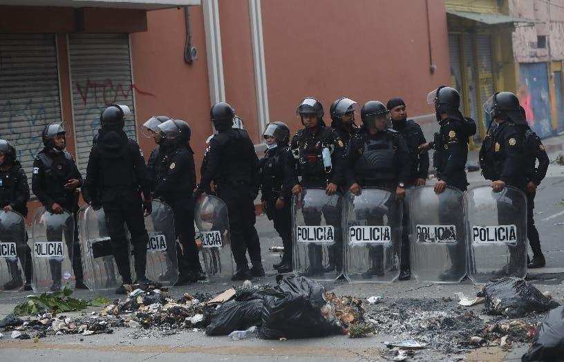 Exmilitares Guatemala toman Congreso a la fuerza