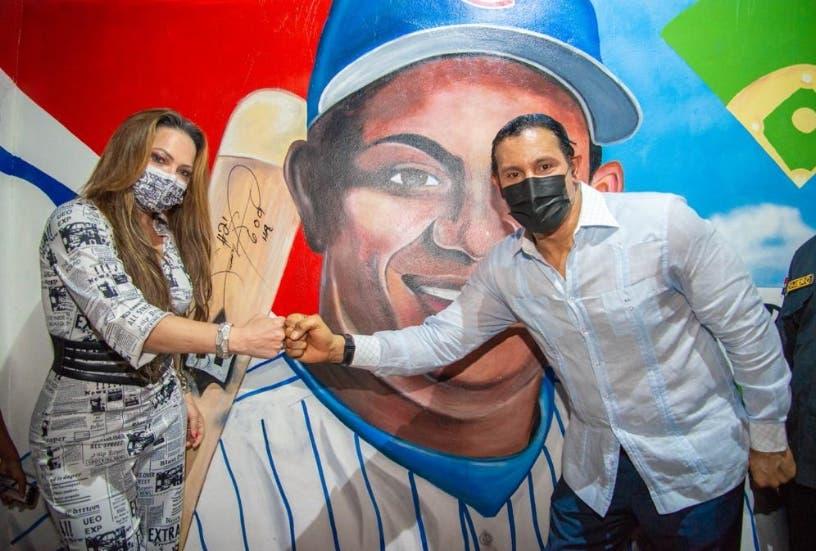 Acto. Asiste Sammy Sosa<br>Alcaldía de SPM abre mural de los peloteros