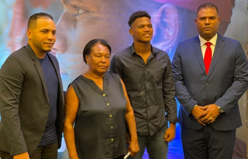 Jugador dominicano demanda Rangers de Texas