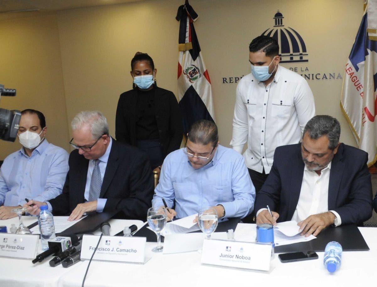 Grandes Ligas reconstruirá 30 estadios Rep. Dominicana