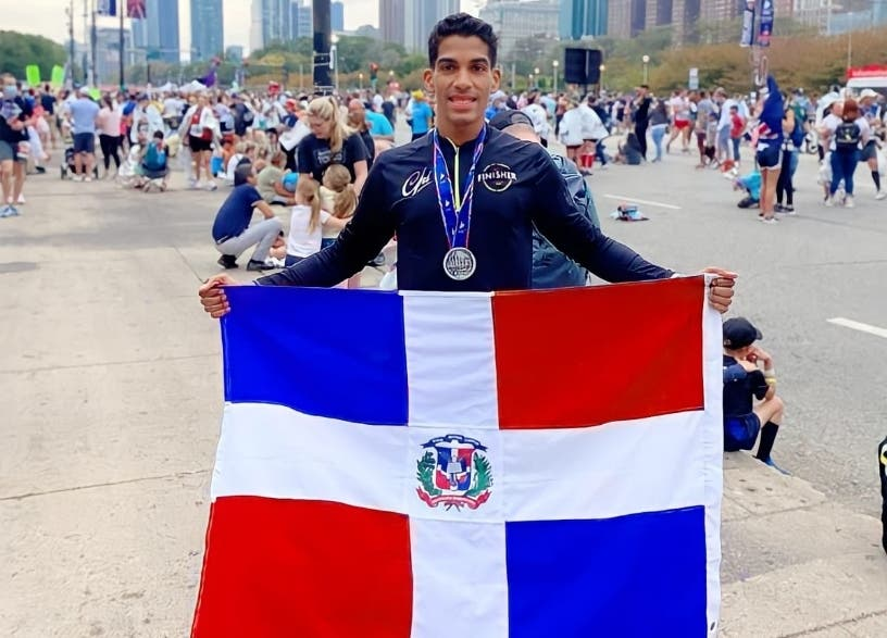 Moisés Salazar, primer dominicano en llegar a meta maratón Chicago