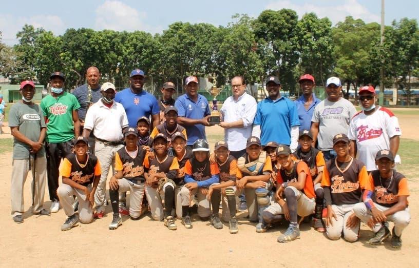 Academia Rafael Báez gana torneo infantil 11-12 años