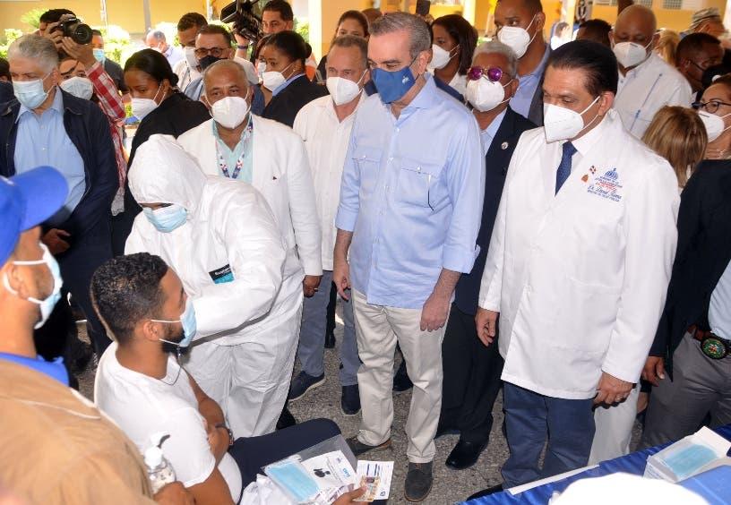 Menos del 60% de la población dominicana apta para vacunarse tiene las dos dosis contra la COVID