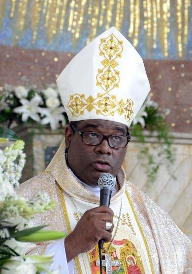 Obispo Castro felicita penalización aborto; Sergia lo critica