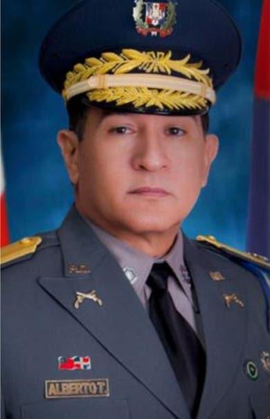 Mandatario sustituye director de la Policía  por general Then