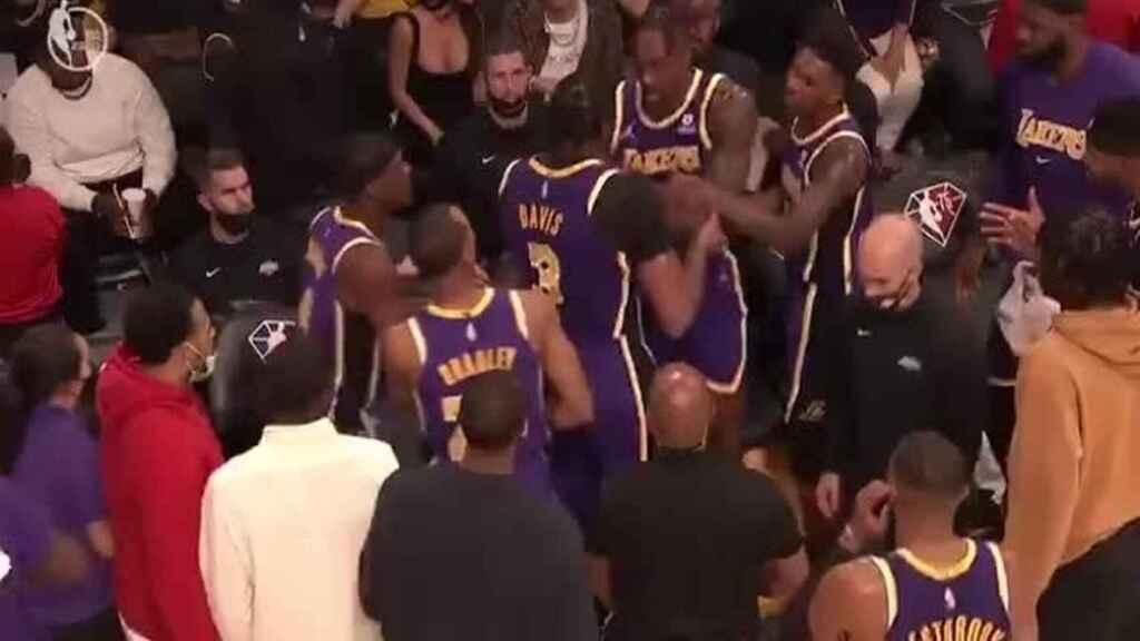 Video: Dwight Howard y Anthony Davis  protagonizaron pelea en partido de la NBA