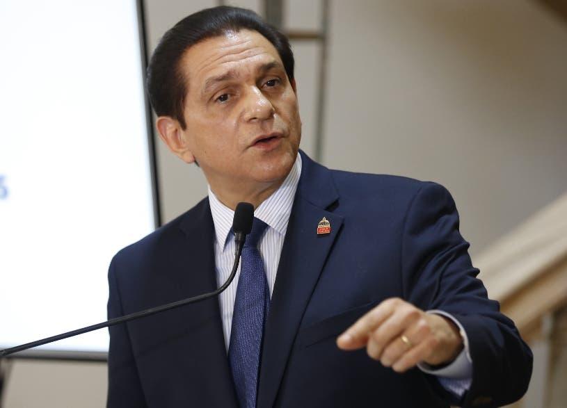 Ministro de Salud dice presentación obligatoria de tarjeta de vacunación está amparada en Ley